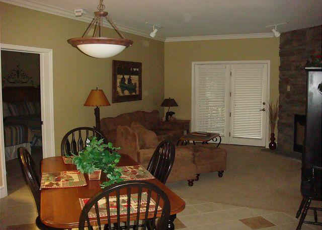Living / Dining Room - Baskins Creek 113 - Gatlinburg - rentals