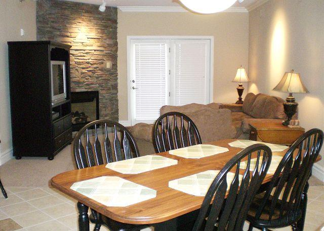 Living / Dining Room - Baskins Creek 207 - Gatlinburg - rentals