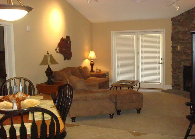 Living / Dining Room - Baskins Creek 413 - Gatlinburg - rentals