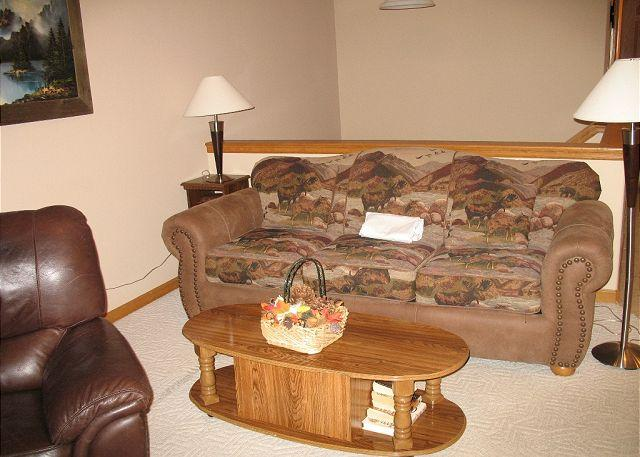 LR85L Lovely Townhouse w/Fireplace, Wifi, Common Hot Tub, Garage - Image 1 - Dillon - rentals