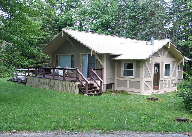 This 3 bedroom, 2 bath chalet is a Franconia favorite. Central A/C, screened porch plus open deck space. - Franconia's Slalom Chalet - Franconia - rentals