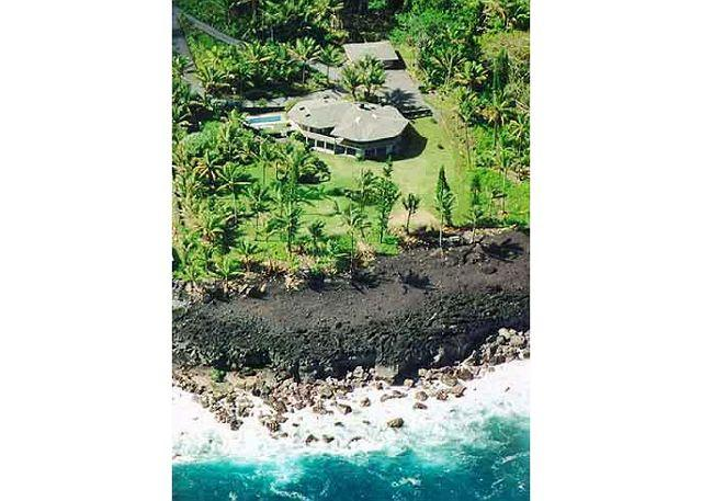 This aerial view shows the seclusion and privacy you will find at the Hale Kakahi estate. The unique floorplan consists of two intersecting octagons. Both upper and lower levels feature broad covered lanais. - Oceanfront Beauty with Everything (Hale Kakahi) - Pahoa - rentals