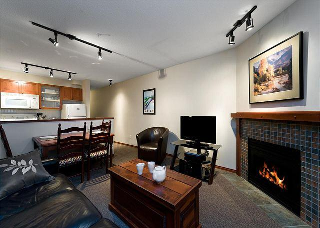 58 living room - 58 Glaciers Reach this 1br home has a hot tub & pool in Whistler Village - Whistler - rentals