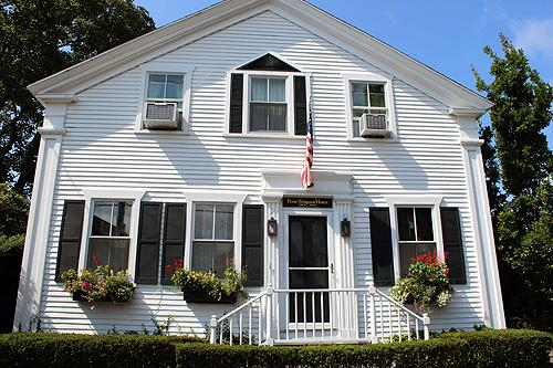 1318 - A TOUCH OF THE PAST WITH MUCH OF THE LUXURY OF THE PRESENT! - Image 1 - Edgartown - rentals