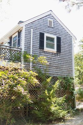 342 - VINEYARD SUMMER COTTAGE JUST A STONES THROW FROM SENGEKONTACKET POND - Image 1 - Edgartown - rentals