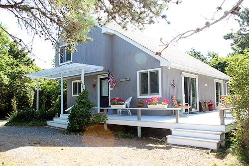 401 - VINEYARD CONTEMPORARY WITH BEAUTIFUL WRAPAROUND DECK - Image 1 - Edgartown - rentals