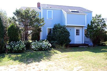 414 - LISTEN TO THE DISTANT SURF FROM THIS LOVELY KATAMA HOUSE - Image 1 - Edgartown - rentals