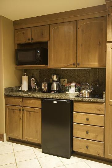 Kitchenette is fully equipped - Lodge 318 Lodge Suite, Oversized Room with One Bath, Fireplace, Kitchenette and Outdoor Balcony. Sleeps 4. - Tamarack Resort - rentals