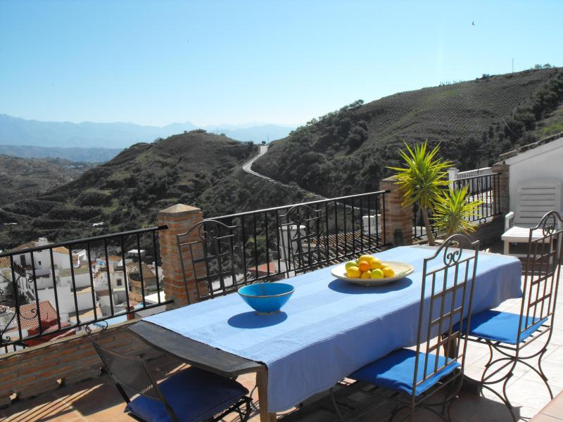 The roof terrace (detail) - Andalusian Moorish style house with fantastic view - Almachar - rentals