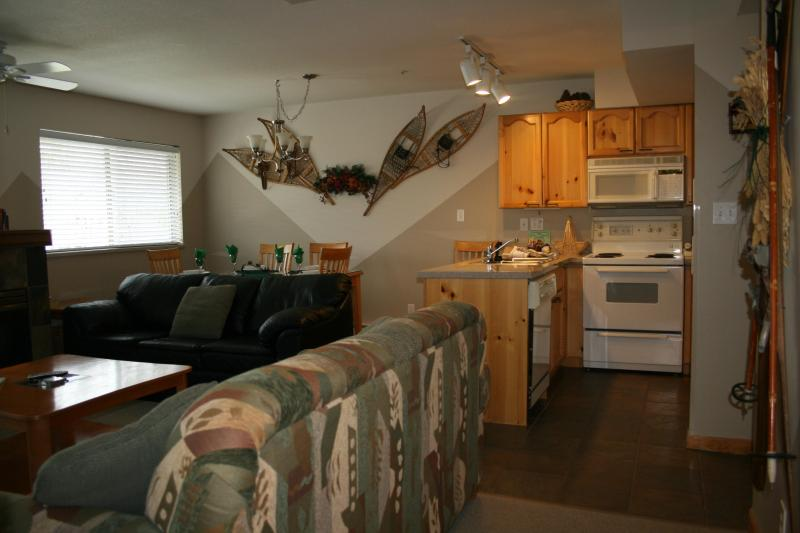 Our spacious Valhalla townhouse has all the comforts of home - Gorgeous 2BR/2.5BA townhouse.  Walk to ski lifts! - Whistler - rentals