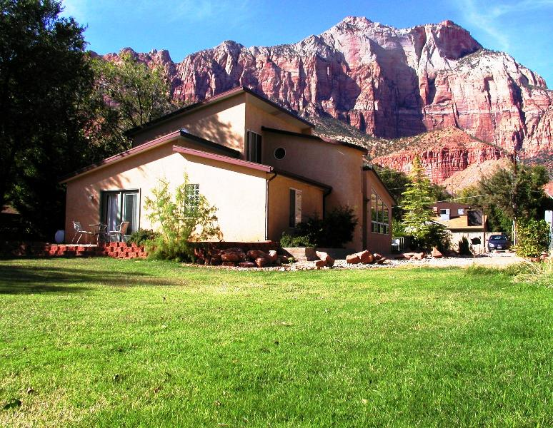 Zion Vacation Home a perfect place for families - 6 BR Villa Downtown Springdale Zion N Park Sleep14 - Springdale - rentals