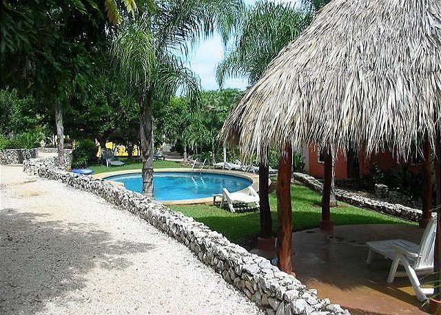 Pool and Rancho - Charming condo- short walk to town and the beach, swimming pool, a/c, cable - Tamarindo - rentals