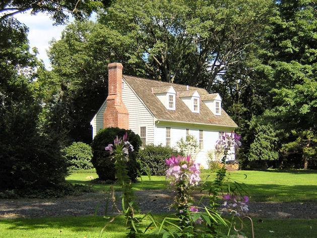 Here's a backyard view of the Cottage on a summer day, with pink spider flowers in the foreground. - Cottage in Parklike Setting Near Sesame Place - Yardley - rentals