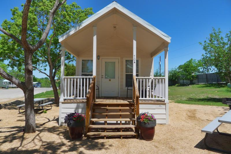 Guadalupe Cottage - Affordable New Braunfels Cottage w/ Loft Sleeps 8 - New Braunfels - rentals