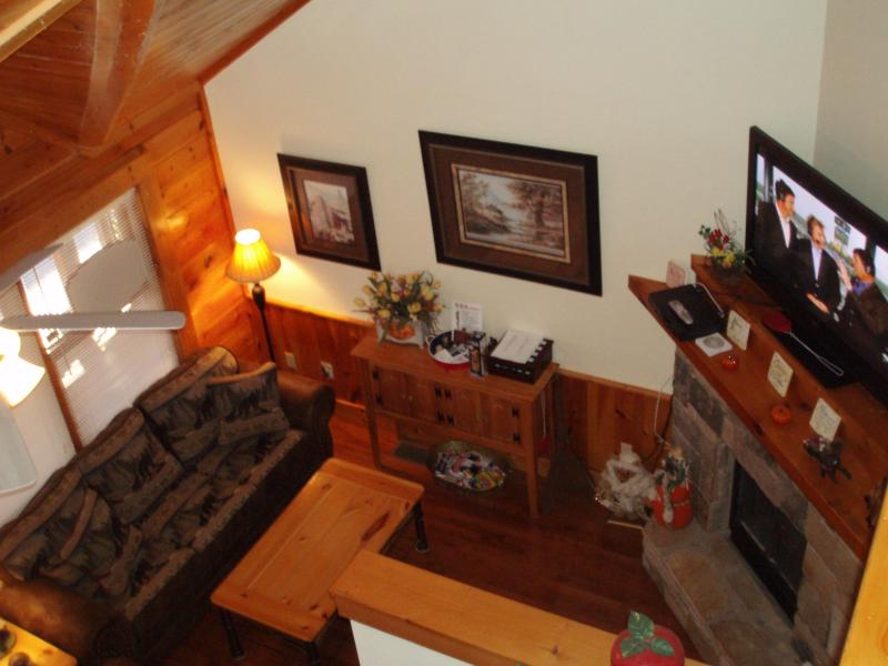 Gas Fireplace w/timer, - Got It All Yall Cabin, hot tub,Mtn Views,gas grill - Pigeon Forge - rentals