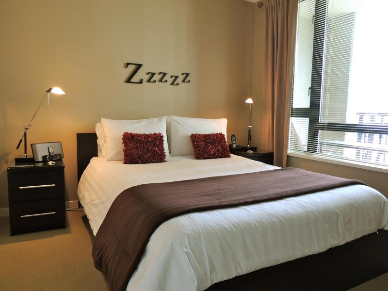 Queen Size Bed in separate bedroom - FlipKey Award Winner 2011-2012-2013 1 BR Downtown - Victoria - rentals