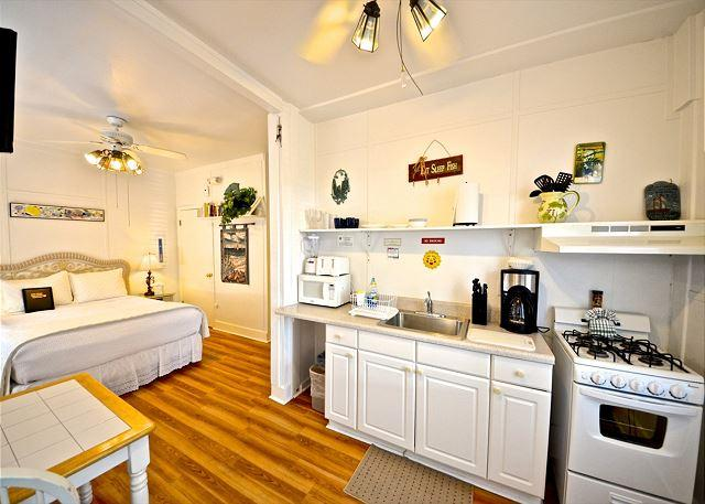 Fully Equipped Kitchen Facing Bedroom Area of the Unit - Hibiscus Efficiency - Nightly - Key West - rentals