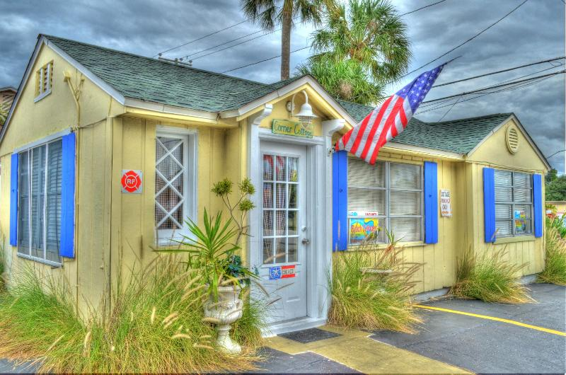 Corner Cottage - Beach Cottages are Fun/Pets Ok/ Steps to the Sand - Clearwater Beach - rentals