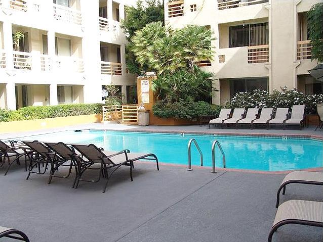 600 South Curson Pool - Sunny 1 Bed with Gorgeous View of Hollywood Hills (1mo min), Corporate Apartments (Short/Long Term) - Los Angeles - rentals
