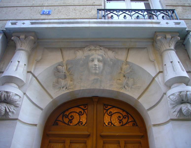 Entrance to Building - Eiffel Bartholdi Paris Holiday Apartment - 15th Arrondissement Vaugirard - rentals
