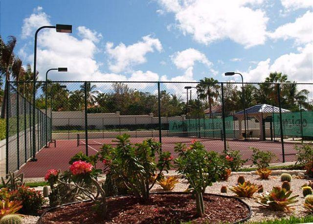 Tennis court - The Cliff at Cupecoy 10th Floor *MA10* , Stay 7 pay 6 starting at $755.00 US - Cupecoy - rentals
