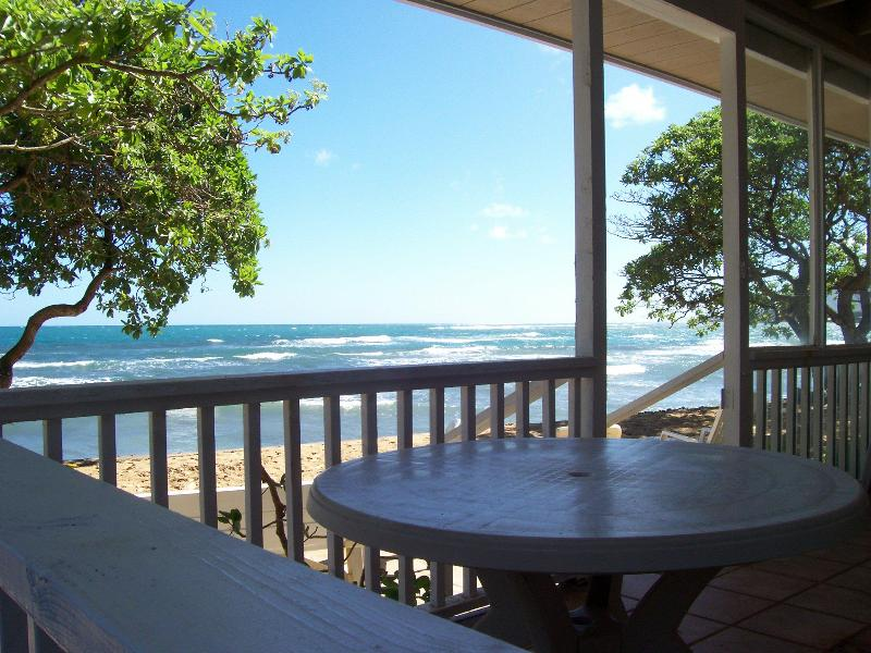Covered oceanfront lanani. - Hale Makai Beachfront 3bd/1ba House - Hauula - rentals
