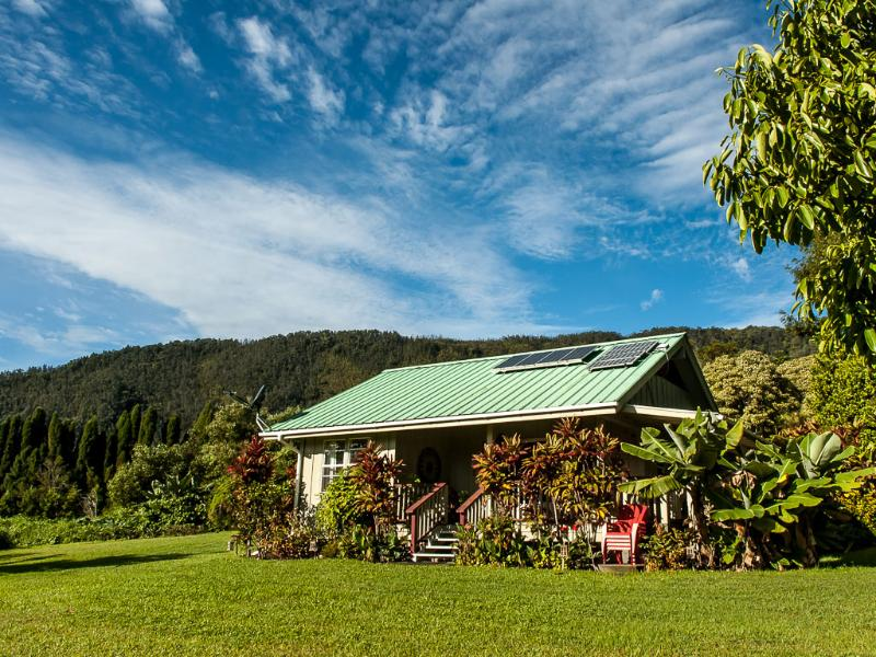 Seclusion and privacy in paradise!  - Romantic Honeymoon Cottage 8 acres Wi-fi solar - Pahala - rentals