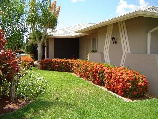 Front Elevation Detail - Villa Michele - 3/2 Electric Heated Pool Home, Gulf Access - Cape Coral - rentals