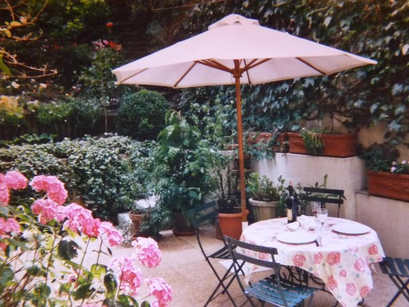 Comfortable House with garden in Montmartre- apt #448 - Image 1 - Paris - rentals