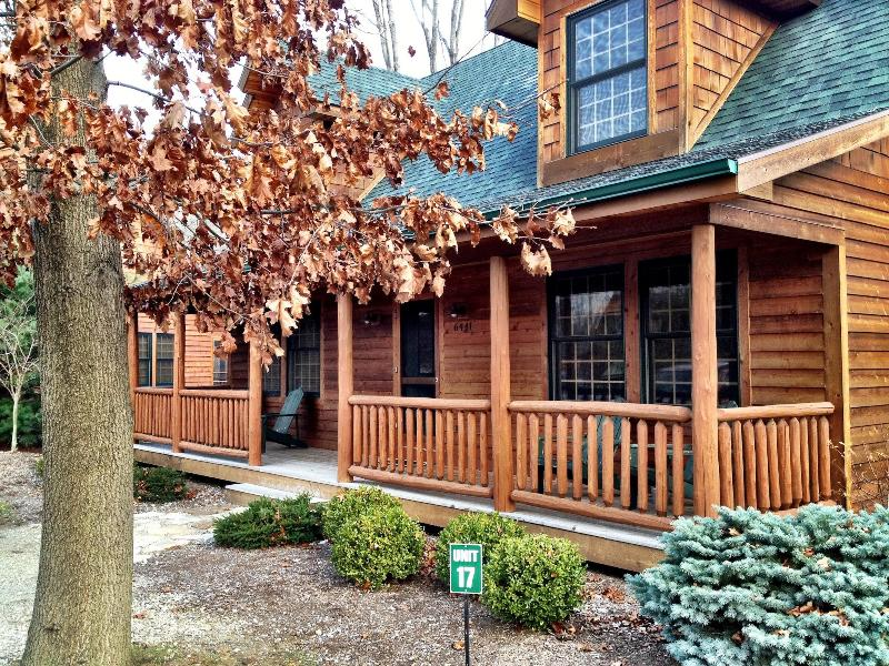 Our cabin in the woods! Rustic and luxurious at the same time! Come play!   - Cozy Cabin at Kingfisher Cove - Discounted Fall and Winter Rates. - Saugatuck - rentals