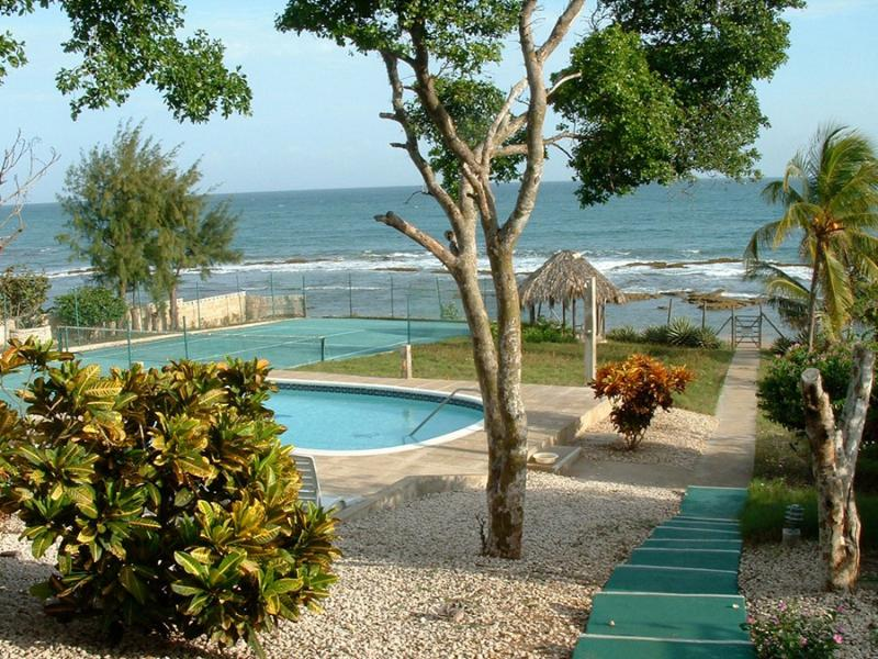 A few steps from the house:  The pool and then the sea. - Beachfront villa with pool, tennis, superb view - Treasure Beach - rentals