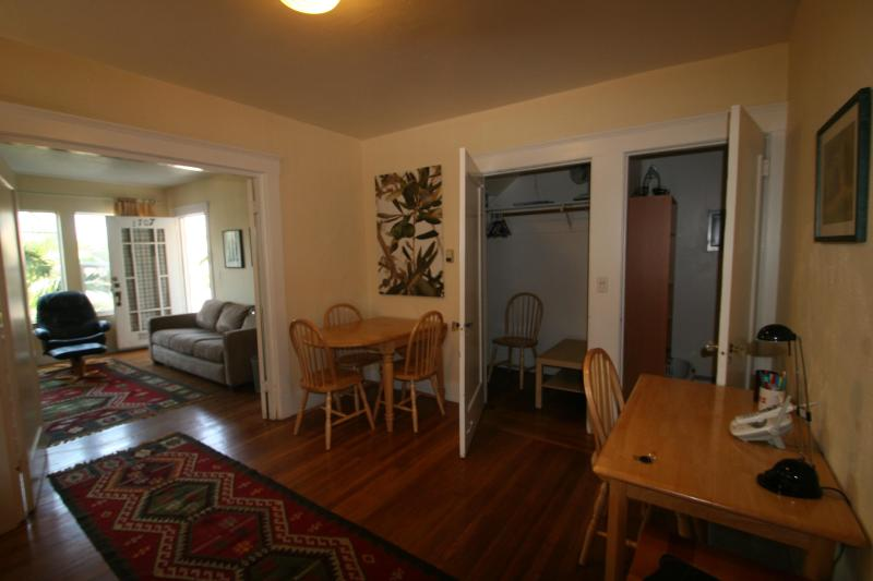 dining room and living room - Berkeley, 1707, great location 1 block N from UCB - Berkeley - rentals