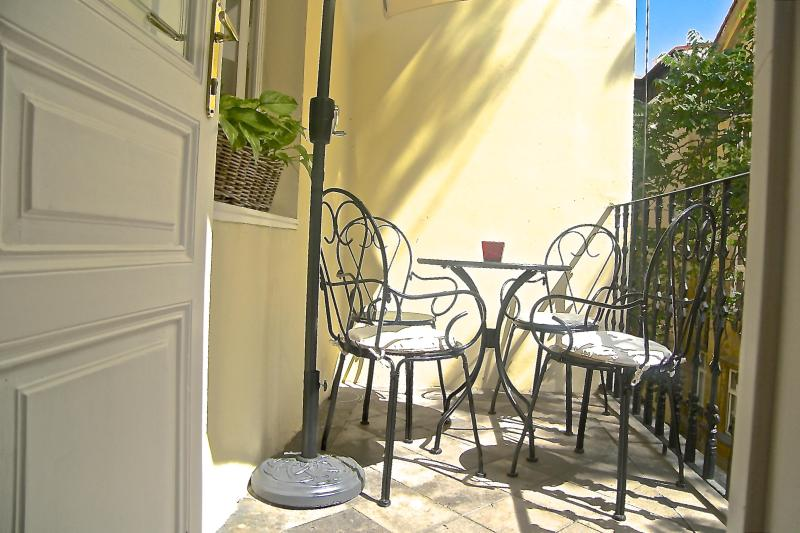 Enjoy breakfast on this sunny balcony with umbrella for shade.  - Character, Style, Apt with Balcony in OLD TOWN, 310 nts taken 2013 BOOK NOW! - Prague - rentals