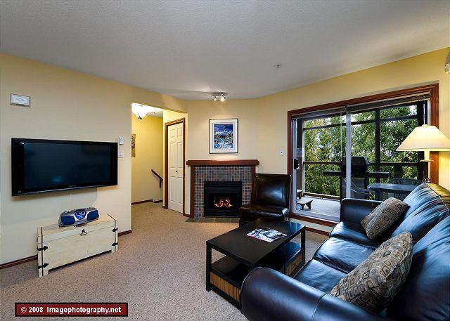 Whistler Vacation Home - 45 Glaciers Reach this 2br home has a hot tub & pool in Whistler Village - Whistler - rentals