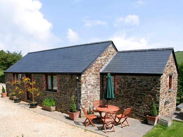 BADGER COTTAGE, pet friendly, character holiday cottage, with a garden in St Issey Near Padstow, Ref 1037 - Image 1 - Saint Issey - rentals