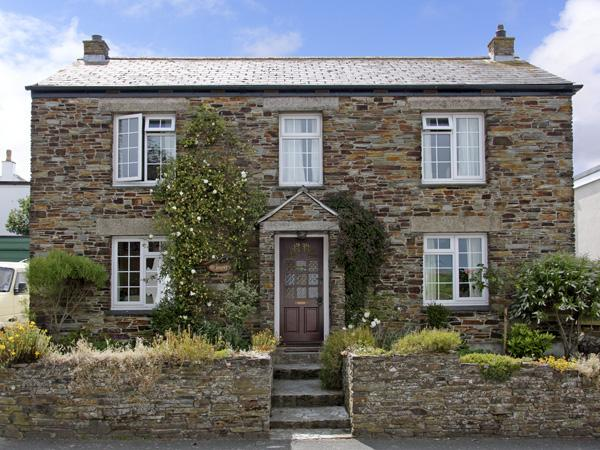 THE BOAT, family friendly, character holiday cottage, with a garden in Tregony, Roseland Peninsula, Ref 999 - Image 1 - Tregony - rentals