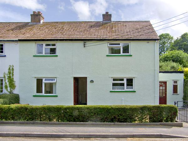 12 GLAN Y MOR, family friendly, with a garden in Llansteffan, Ref 2995 - Image 1 - Llansteffan - rentals