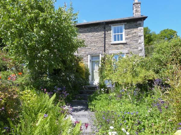 2 BEACON HIGH, family friendly, character holiday cottage, with a garden in Lindale, Ref 1537 - Image 1 - Lindale - rentals
