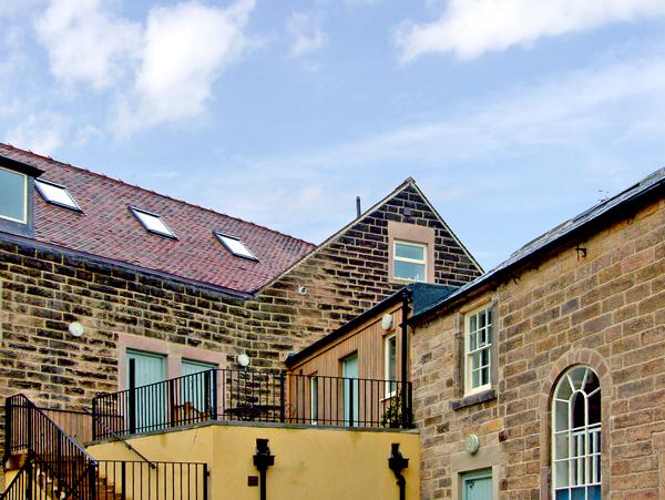 8 TAWNEY HOUSE, romantic, country holiday cottage in Matlock, Ref 2401 - Image 1 - Matlock - rentals