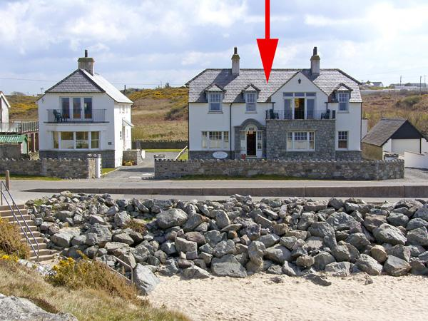 ANCHORAGE HOUSE, family friendly, luxury holiday cottage, with spa pool in Trearddur Bay, Ref 658 - Image 1 - Trearddur Bay - rentals