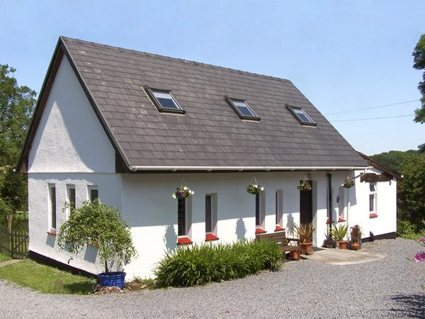 BARN OWL COTTAGE, character holiday cottage, with a garden in Carmarthen, Ref 3500 - Image 1 - Carmarthen - rentals