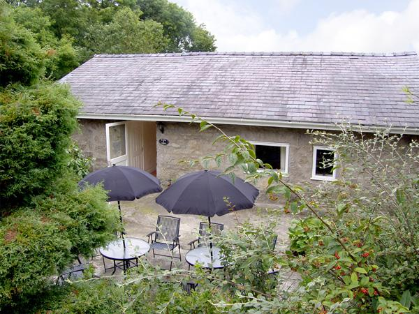 BARN VIEW, pet friendly, country holiday cottage, with a garden in Brynteg, Isle Of Anglesey, Ref 3616 - Image 1 - Brynteg - rentals