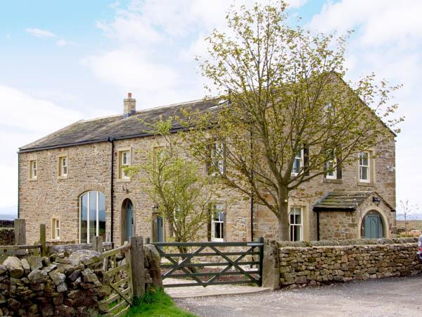 BOOKILBER BARN, family friendly, luxury holiday cottage, with hot tub in Settle, Ref 2986 - Image 1 - Settle - rentals