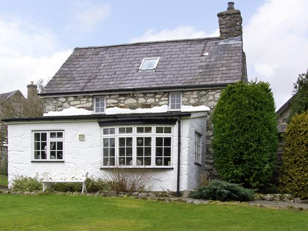 BOTHY COTTAGE, pet friendly, character holiday cottage, with a garden in Talhenbont Hall Country Estate, Ref 379 - Image 1 - Chwilog - rentals