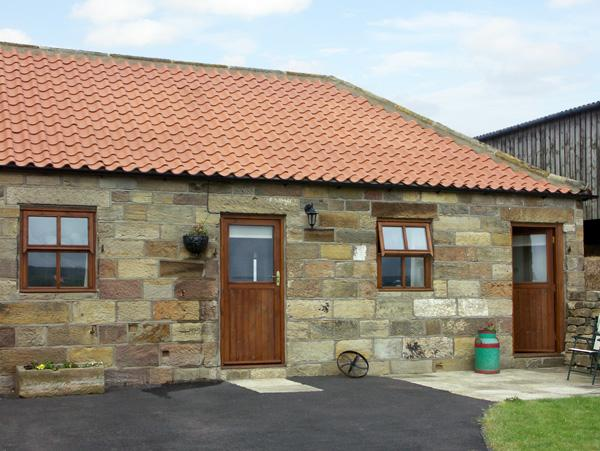 BROADINGS COTTAGE, pet friendly, character holiday cottage, with a garden in Whitby, Ref 1464 - Image 1 - Whitby - rentals