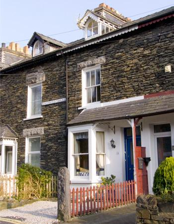 BURKESFIELD COTTAGE, family friendly, country holiday cottage, with a garden in Bowness & Windermere, Ref 2971 - Image 1 - Bowness & Windermere - rentals