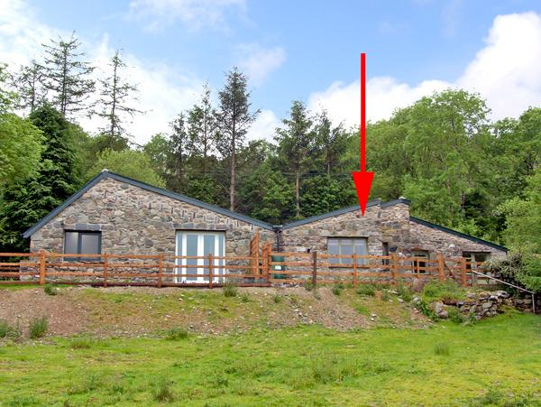 BUZZARD COTTAGE, pet friendly, country holiday cottage, with a garden in Dolgellau, Ref 2506 - Image 1 - Dolgellau - rentals