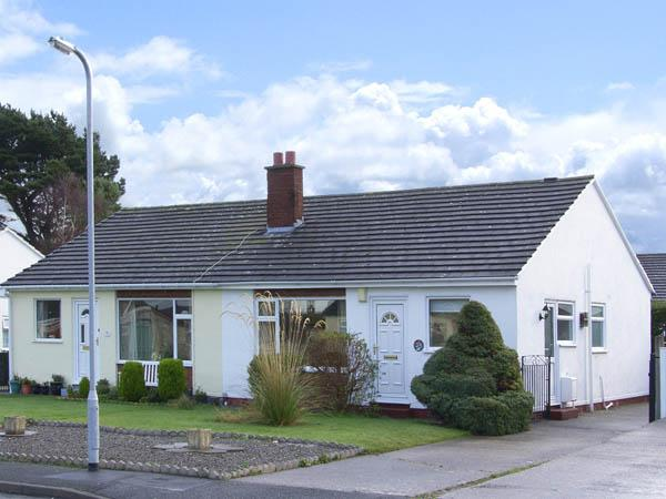 CASTLE COVE, pet friendly, with a garden in Abergele, Ref 2810 - Image 1 - Abergele - rentals