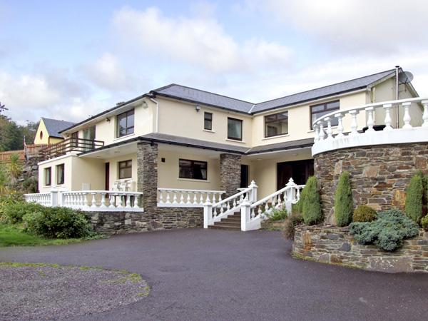 CASTLE LANE HOUSE, family friendly, with pool in Glandore, County Cork, Ref 2500 - Image 1 - Glandore - rentals
