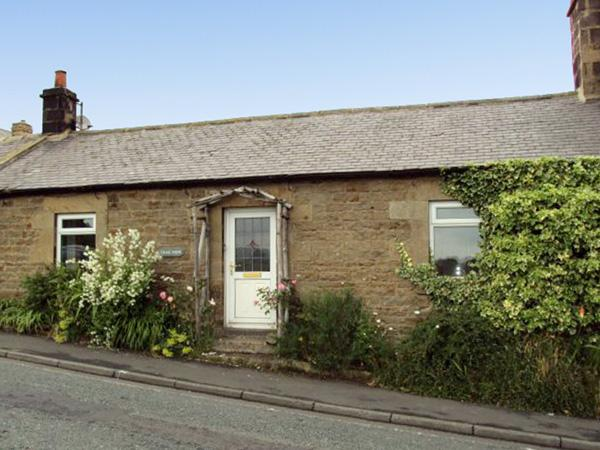 CRAG VIEW COTTAGE, family friendly, character holiday cottage, with a garden in West Woodburn, Ref 1969 - Image 1 - West Woodburn - rentals